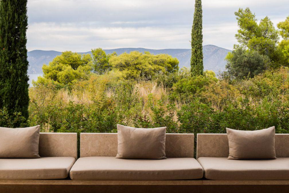 Sofa extérieur sur la terrasse d'un Pavillon © Yonder.fr