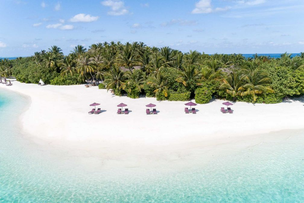 Naladhu Private Island Maldives - Vue sur la plage de sable blanc © DR