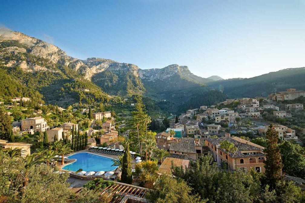 L'hôtel est à flanc de colline dans le charmant village de Deià, sur la côte ouest de Majorque © Belmond
