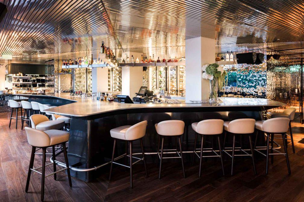 IZAKAYA Kitchen & Bar, dans l'enceinte du Sir Joan Hotel, est l'un des meilleurs nouveaux restaurants de l'île © Amit Geron