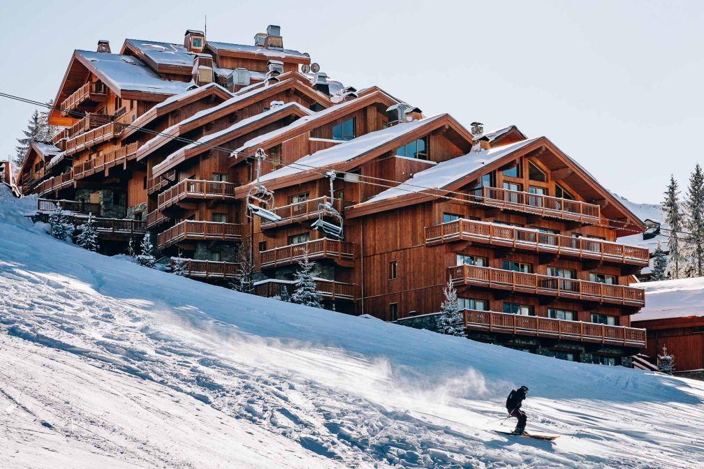 Le Coucou déploie toute sa surface (répartie sur 10 niveaux) à flanc de montagne © Jérôme Galland