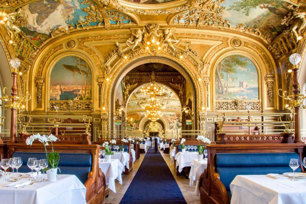 La salle à manger du Train Bleu, de style néo-baroque et Belle Époque des années 1900, est l'une des plus spectaculaires de Paris © DR