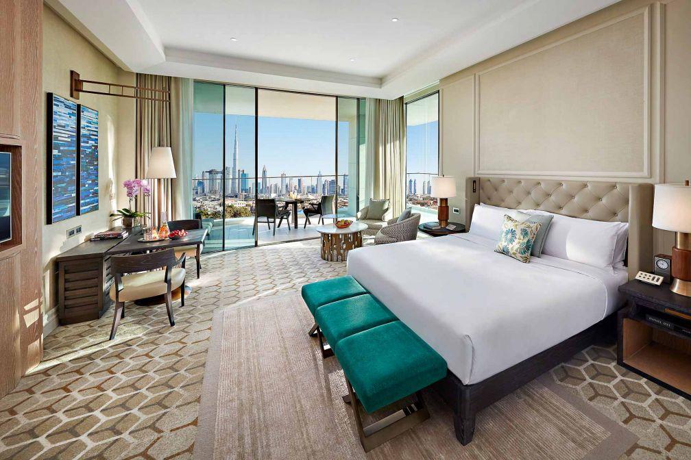 Chambre XXL avec vue panoramique sur Dubaï et sa skyline à couper le souffle © MOHG