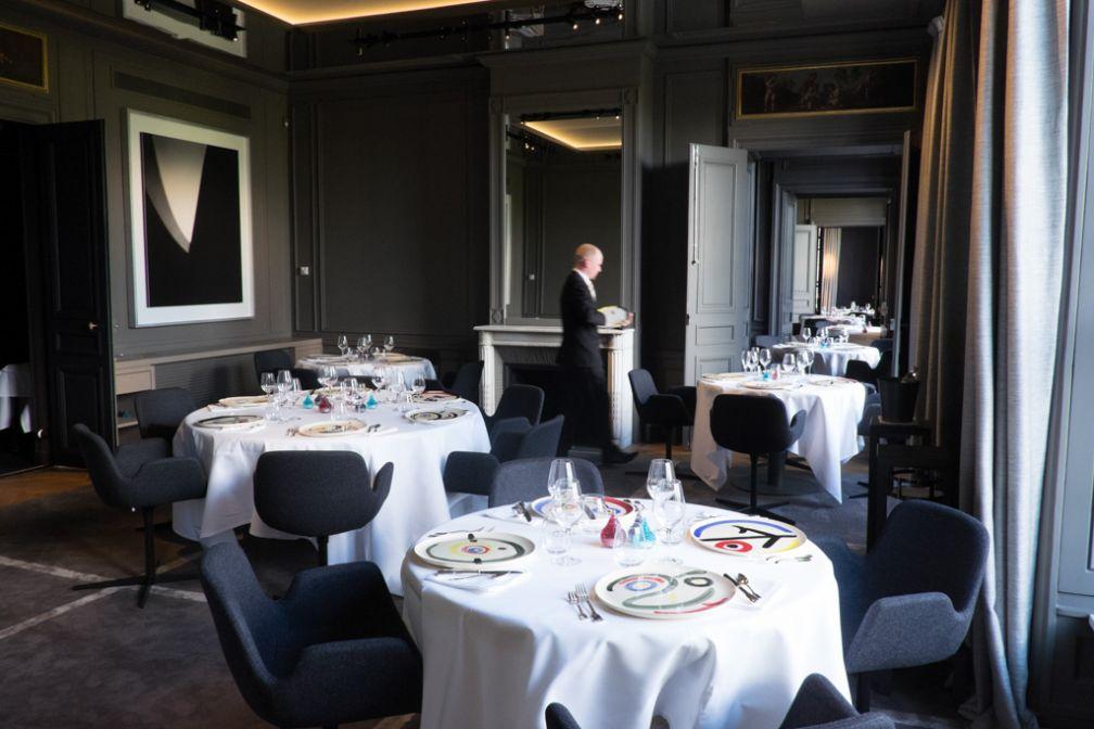 Le restaurant se compose de six magnifiques salons face à la Seine © Laurence MOUTON