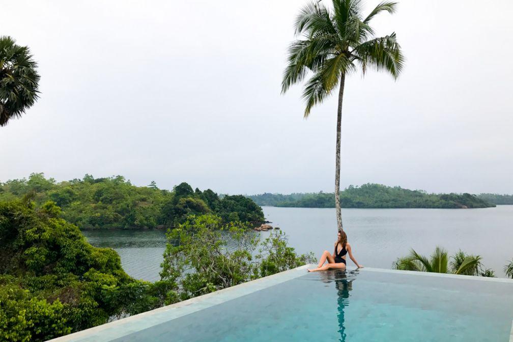 La piscine à débordement et sa vue sur le lac Koggala © Constance Lugger