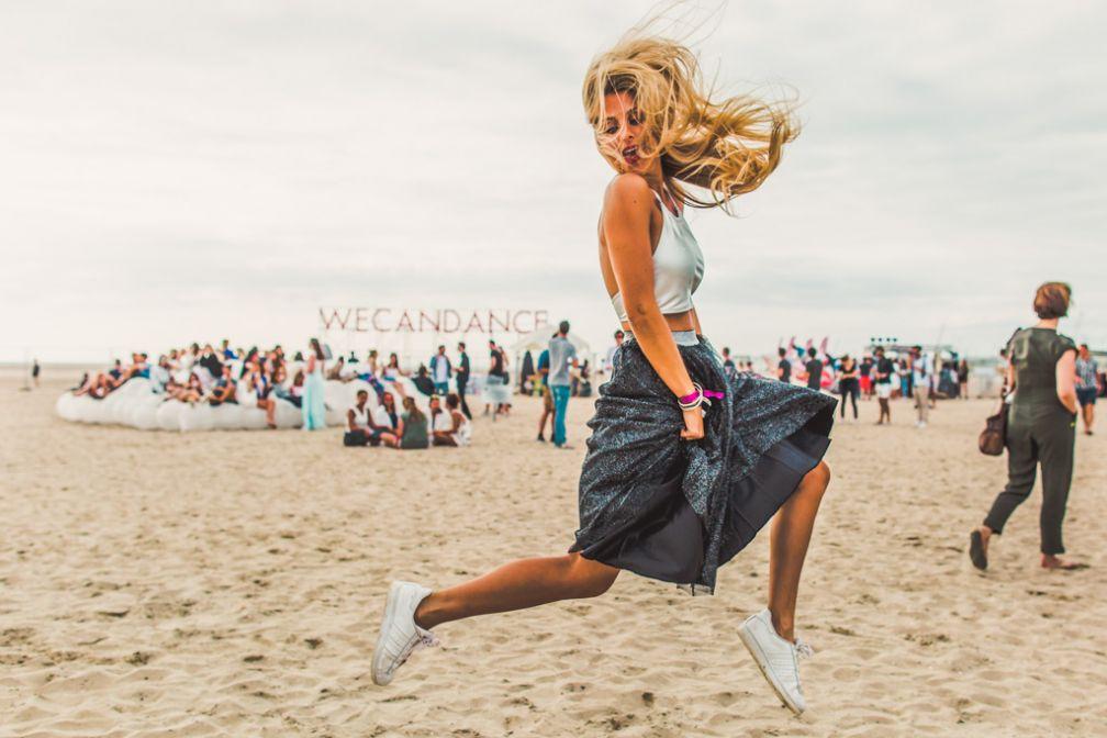 La plage de Zeebruges a pris des allures de défilé de mode © WECANDANCE