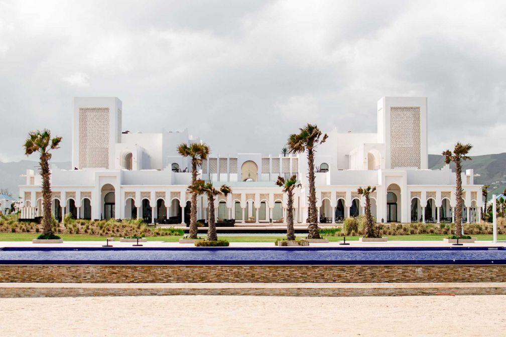 Le Banyan Tree à Tamouda Bay, vu depuis la plage privée de l'hôtel © Alix Laplanche