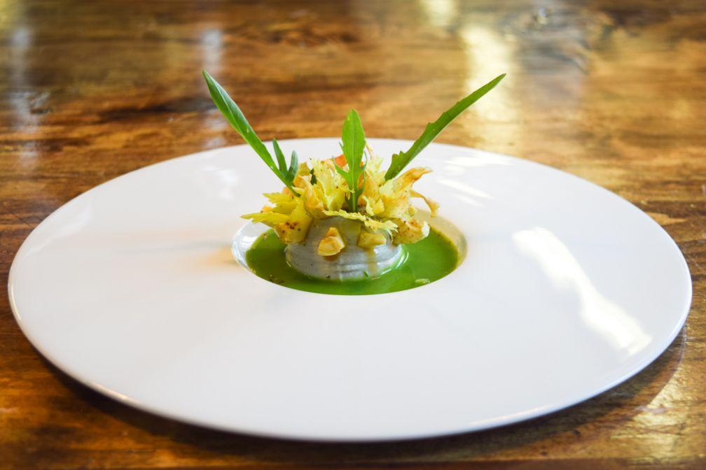 Salade d'Artichauts, Coulis de Laitue à l'Oignon Doux Blanc (Bruno Oger à la Villa Archange) © Yonder.fr