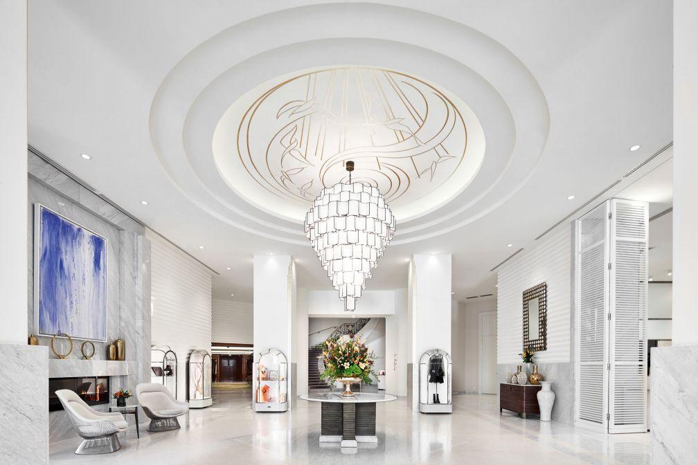 L'impressionnant lobby du Martinez, à la blancheur immaculée © JF Romero