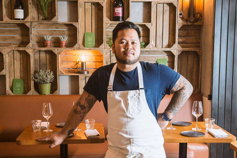 Tomy Gousset dans son nouveau restaurant de la rue Monge (Paris 5ème) © Hugo&co