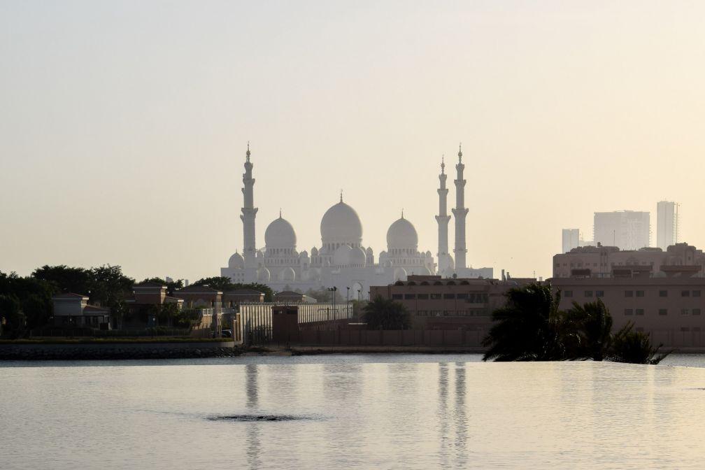 La Mosquée Sheikh Zayed vue depuis l'hôtel Fairmont Bab Al Bahr © YONDER.fr