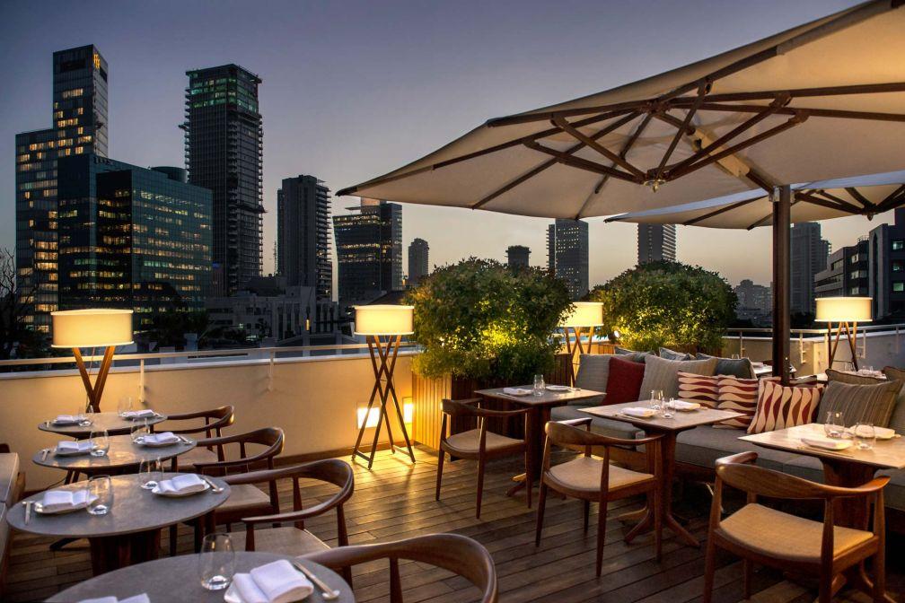 Sur le rooftop du Norman, le restaurant d'inspiration japonaise Dinings © Sivan Askayo