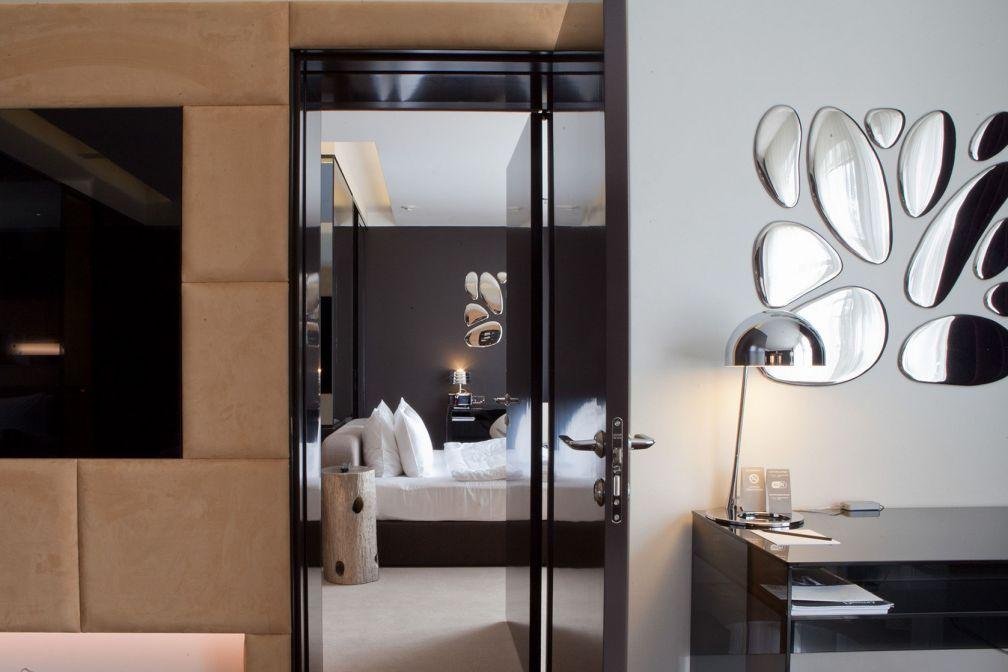 Pour les clients les plus exigeants, l'hôtel dispose de deux suites avec salon séparé © 11 Mirrors