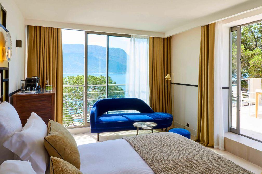 À l'intérieur d'une Junior Suite avec terrasse et vue mer © D. Delmas