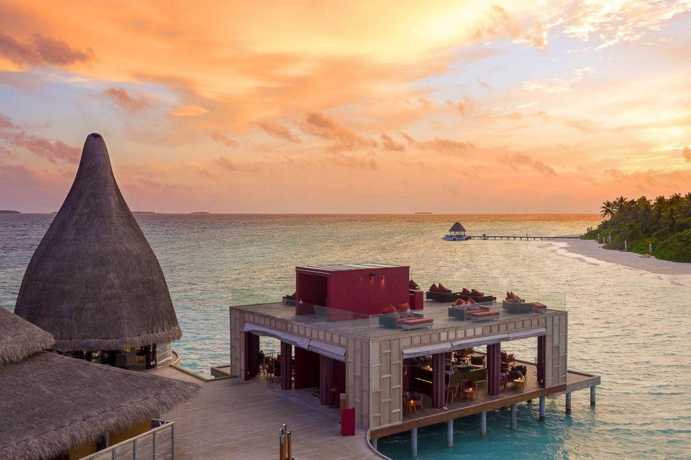 Anantara Kihavah Maldives Villas - Les restaurants posés sur l'eau © DR