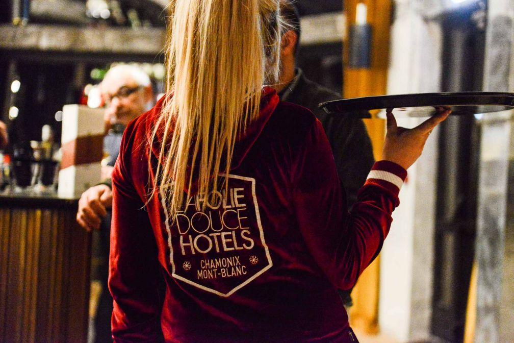 Le staff de l'hôtel aux couleurs de La Folie Douce © MC-Pix
