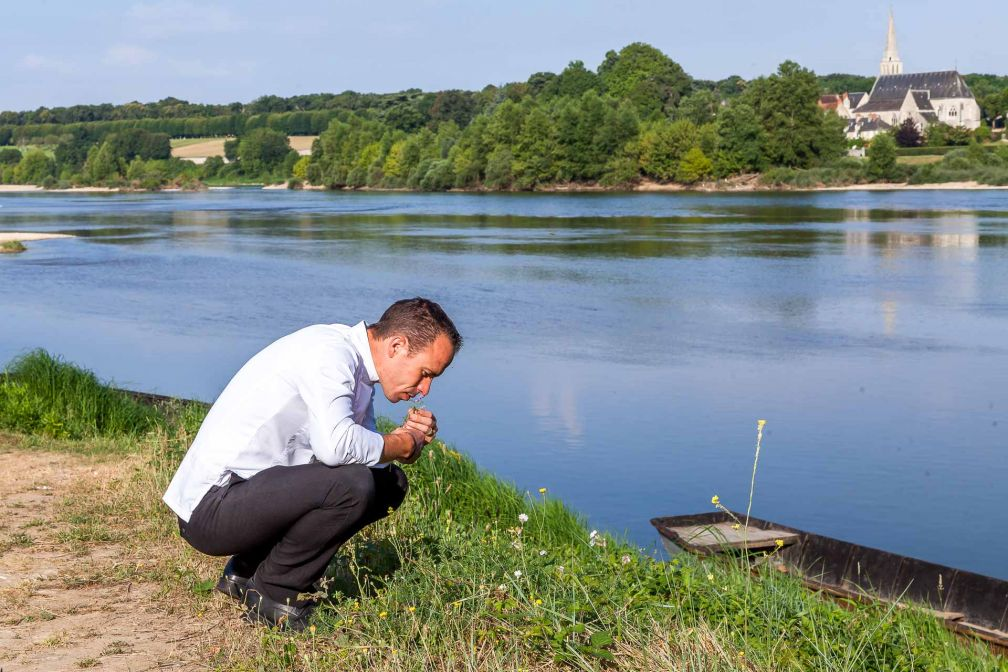 Christophe Hay au bord de la Loire © Julie Limont