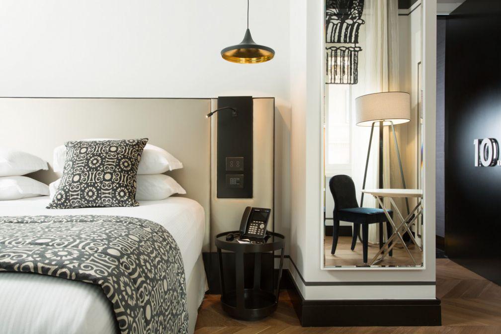 On retrouve dans les Deluxe Rooms le même design résidentiel © Corso 281