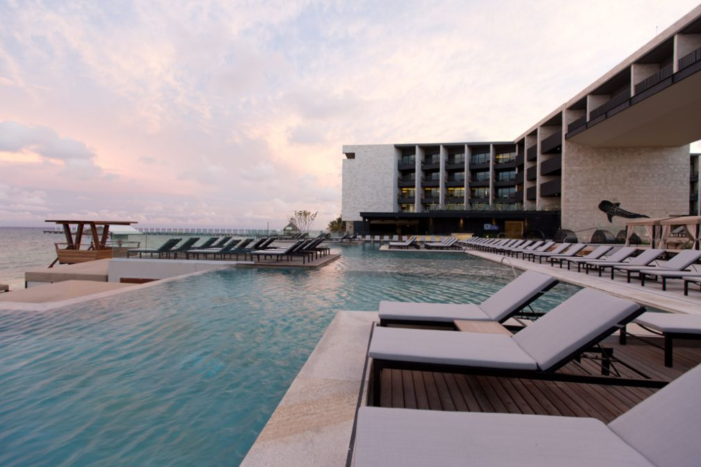 Le soleil se pare souvent d'une teinte rose au moment du doucher du soleil © Grand Hyatt Playa del Carmen