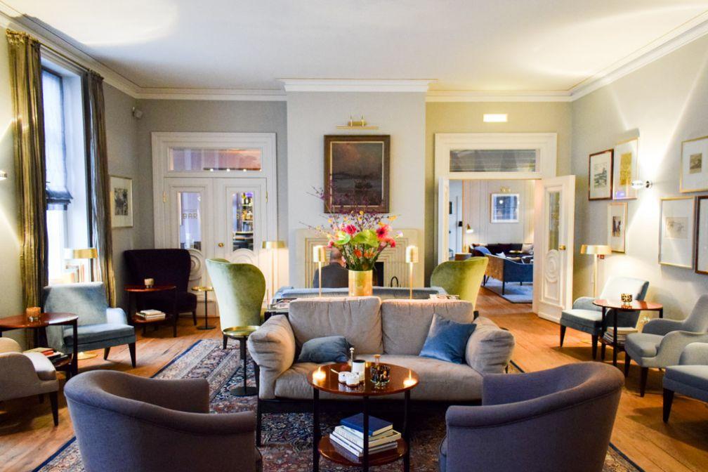 Intérieurs élégants dans les salons de l'hôtel © YONDER.fr
