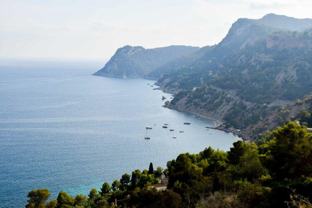 La côte sud de l'île dans la région d'Es Cubbels | © YONDER.fr