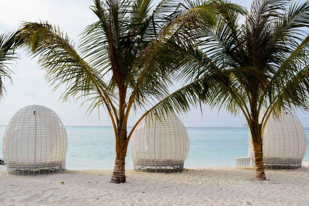 Sur la plage, à côté de Beach Rouge, l'un des lieux phares du resort © YONDER.fr