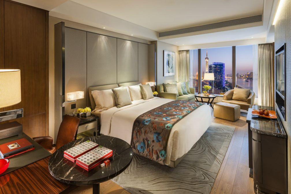 Les chambres du Mandarin Oriental Pudong sont des merveilles de confort et de luxe © MOHG