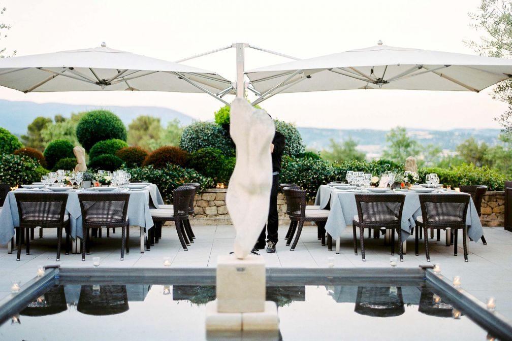 Déjeuner en terrasse à Coquillade Village © DR