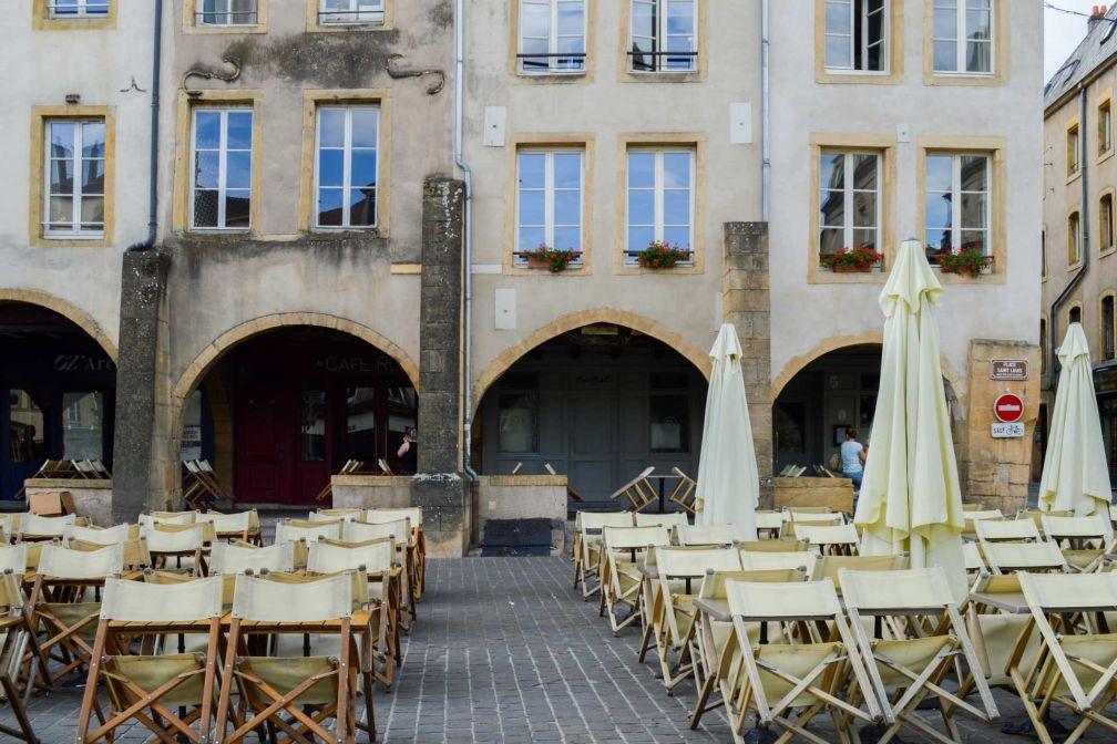 Les arcades médiévales de la Place Saint-Louis © Pierre Gunther