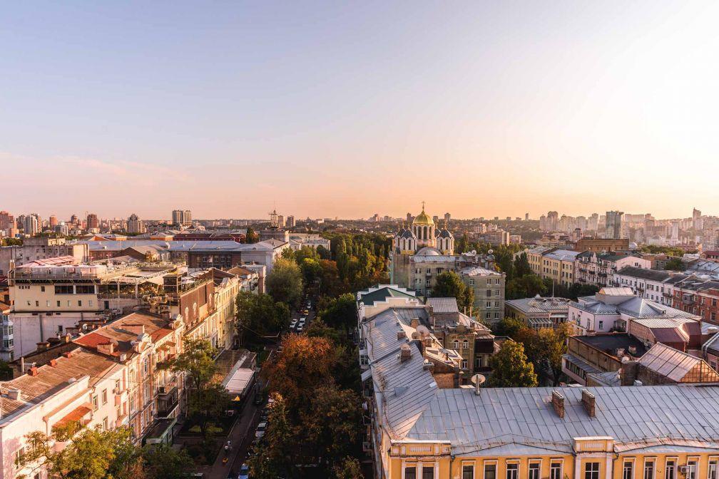 Coucher de soleil sur Kiev vu depuis une chambre de l'hôtel © 11 Mirrors
