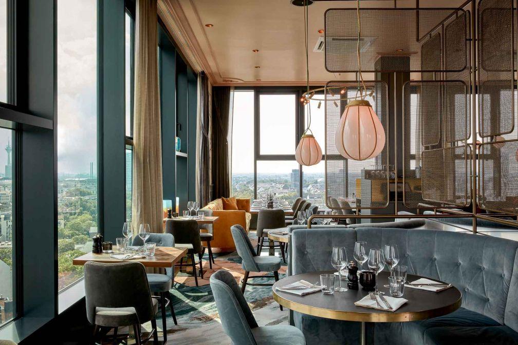 Un étage en-dessous, The Paris Club est le restaurant de l'hôtel, à la carte de brasserie française © Steve Herud