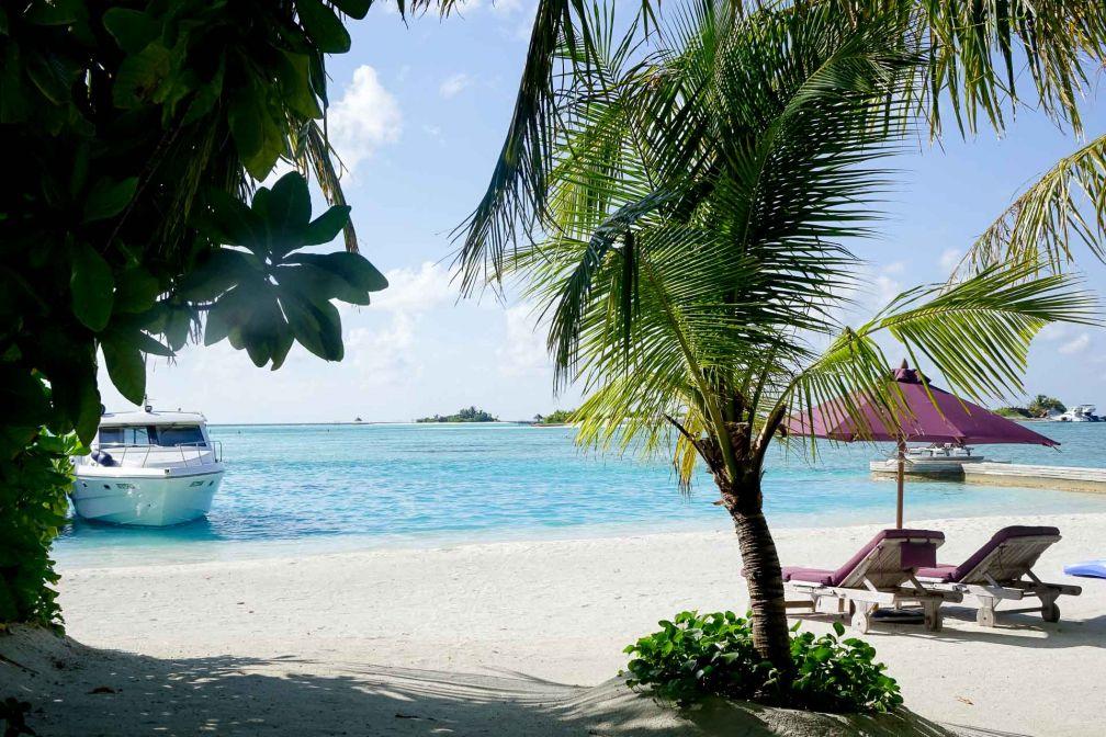 Naladhu Private Island Maldives - Décor paradisiaque sur la plage © Sandrine Mikowsky