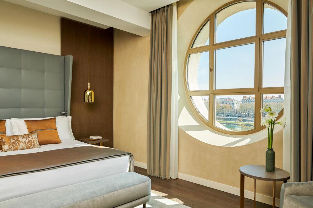 Chambre Executive avec vue sur le Rhône © Eric Cuvillier