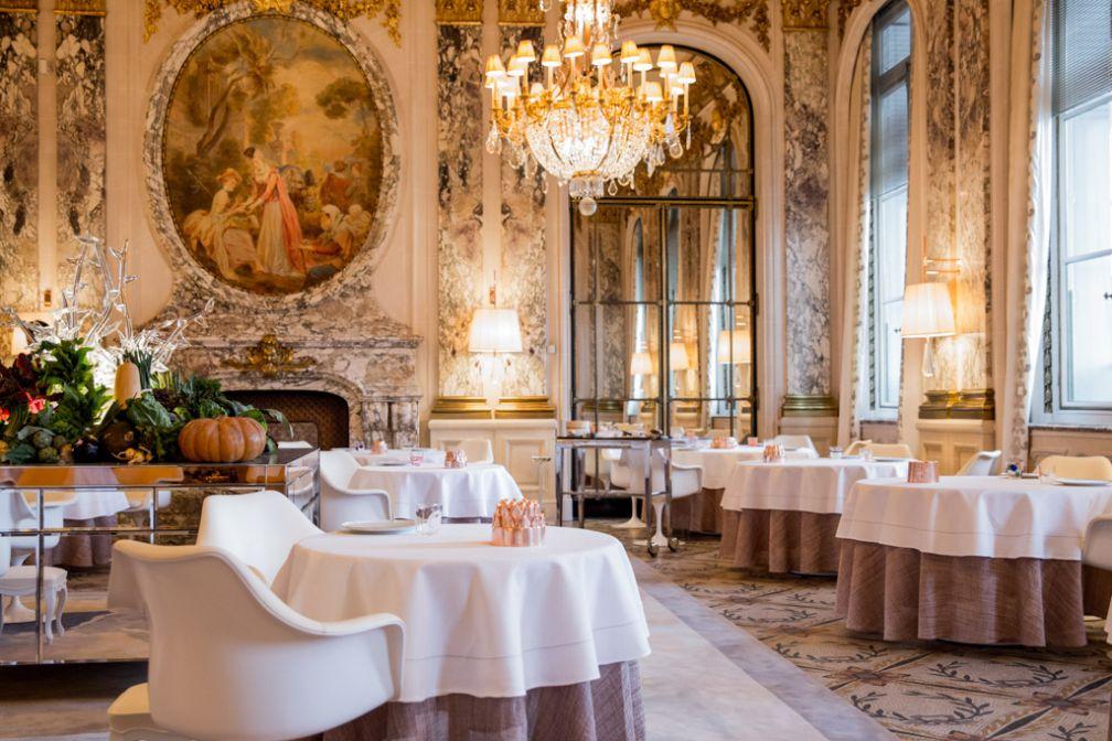 Au faste de la salle inspirée de Versailles, le designer français ajoute d'élégantes touches contemporaines © Pierre Monetta