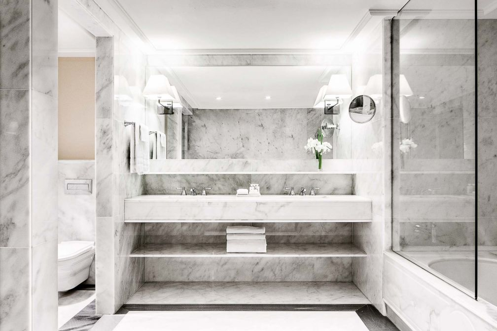 Majestic Hotel & Spa Barcelona - Salle de bain en marbre © DR