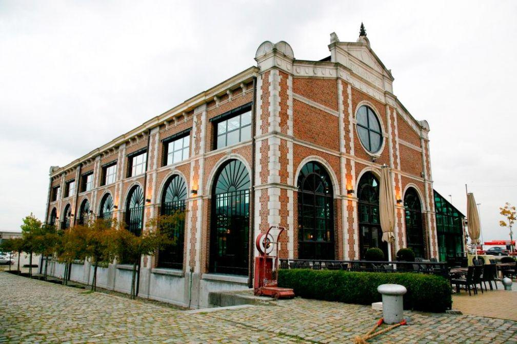 Le restaurant Het Pomphuis est installé dans une ancienne station de pompage sur le port : un décor monumental ! © Het Pomphuis
