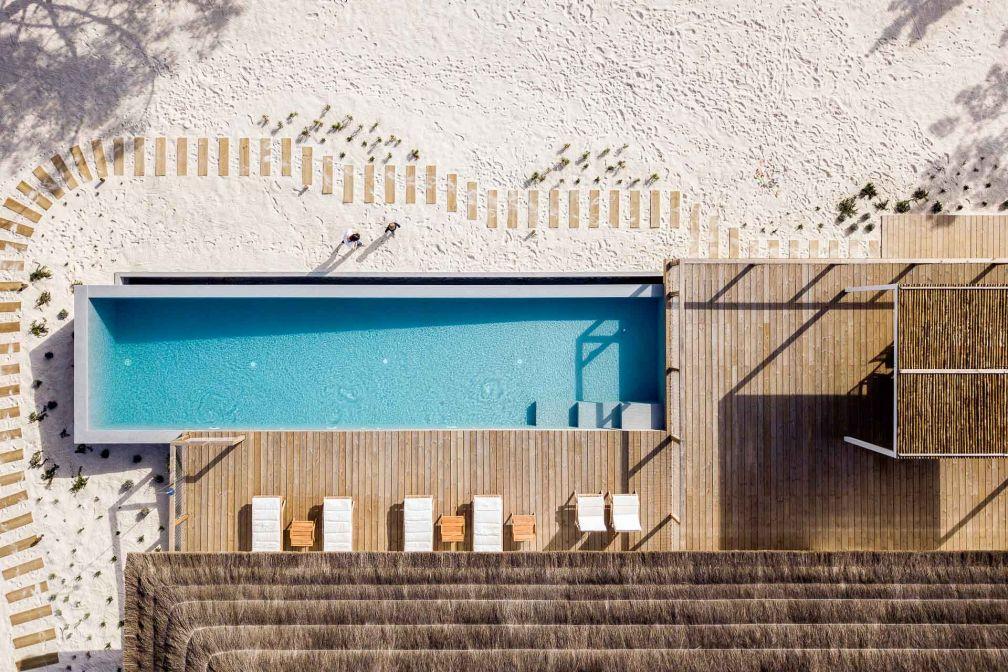 Vue aérienne de la maison Campo de Arroz et de sa piscine à débordement © Alma da Comporta