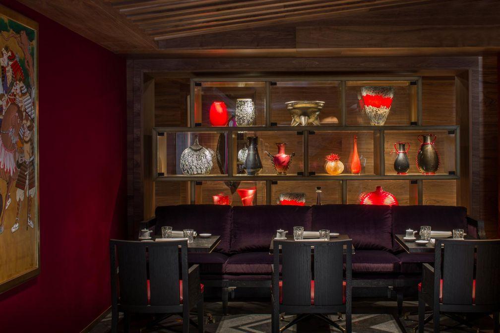 Atmosphère « oriental-chic » imaginée par Pierres-Yves Rochon au restaurant Kaito © Four Seasons