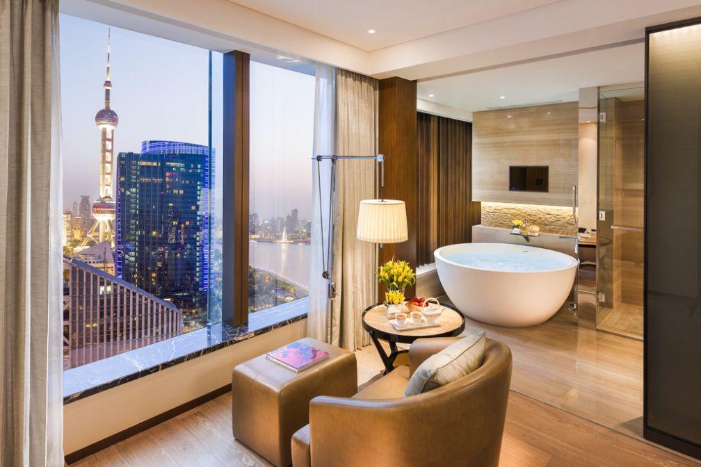 Salles de bain de classe mondiale dans les chambres Mandarin River View © MOHG