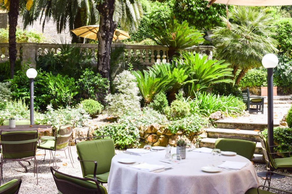 Le Jardin de Russie, dans l'hôtel éponyme, est l'un des plus beaux de Rome. Un spot merveilleux pour déjeuner © Yonder.fr