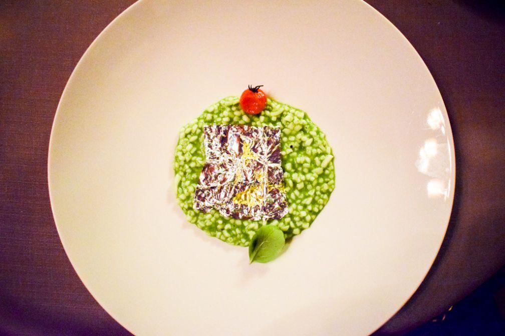 Un faux risotto reconstruit à base de calamars : l'un des plats signatures les plus remarquables du chef Massimo Mantaro au Principe Cerami (Taromina) © Yonder.fr