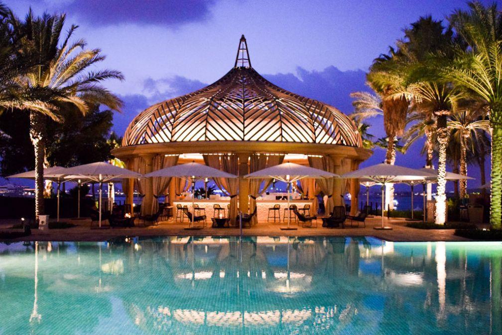 C'est à la tombée de la nuit que le Royal Mirage se pare de ses plus beaux atours © YONDER.fr