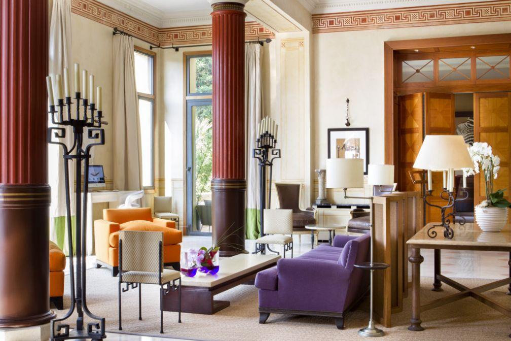 Décor coloré dans le lobby © Royal Riviera