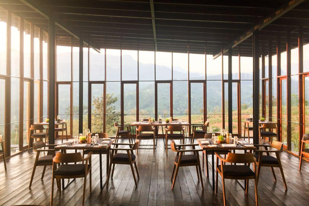 La salle à manger, ouverte de toutes parts, avec vue panoramique © Constance Lugger