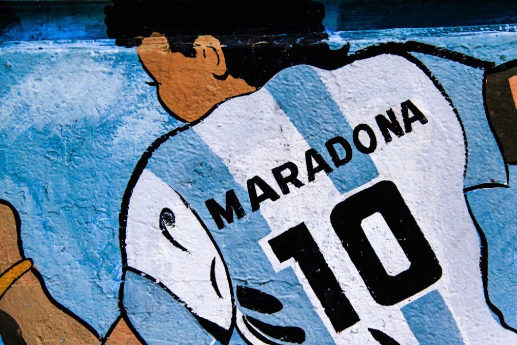 Diego Maradona, l'enfant adopté prodige de la Boca. Il jouera quatre saisons aux Baca Juniors, marquant à jamais le public de Boca | © Cédric Aubert