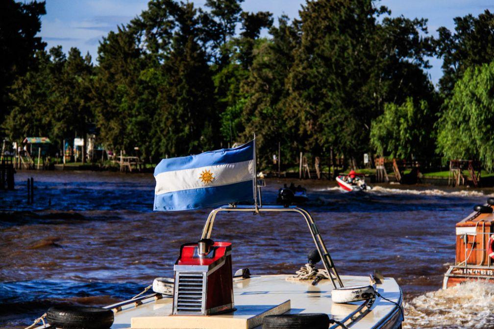 Drapeau argentin sur le Río Paraná | © Cédric Aubert