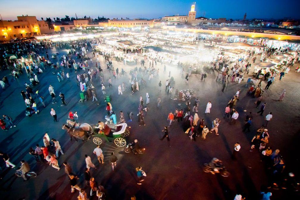 La place Jemaa el-Fna à la tombée de la nuit | © Flickr CC – Chris Zielecki - https://flic.kr/p/afJPgp