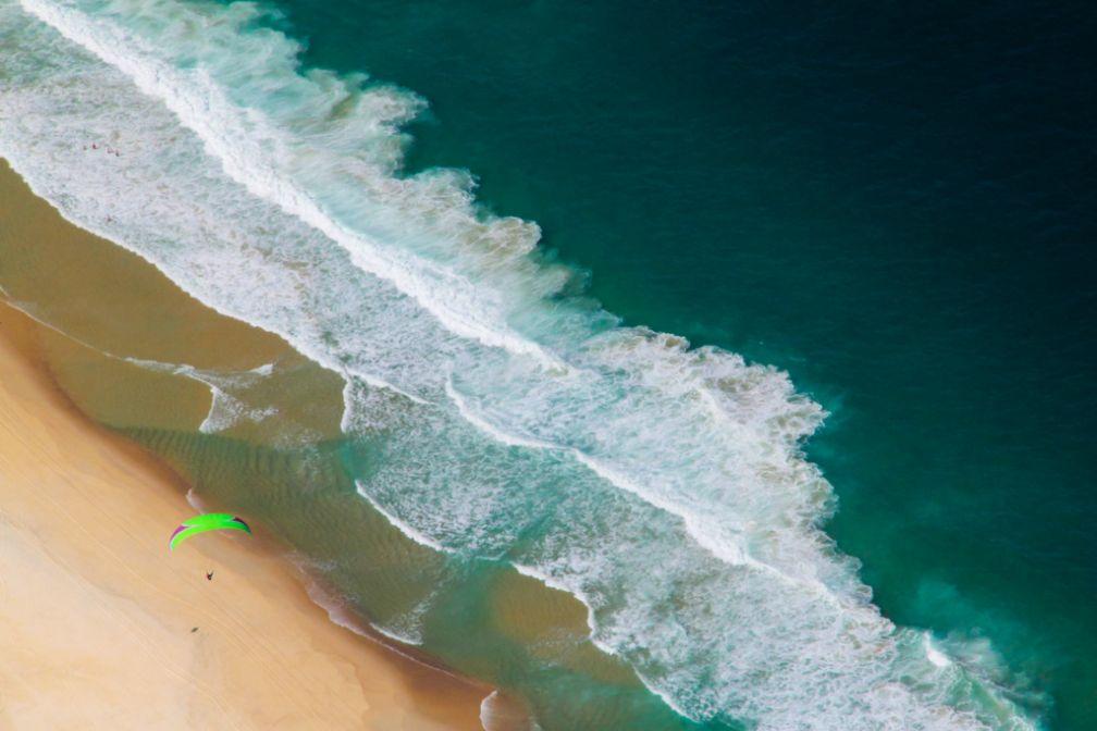 Parapente sur la plage de Leblon. Vue depuis Pedra da Gavea | © Cédric Aubert