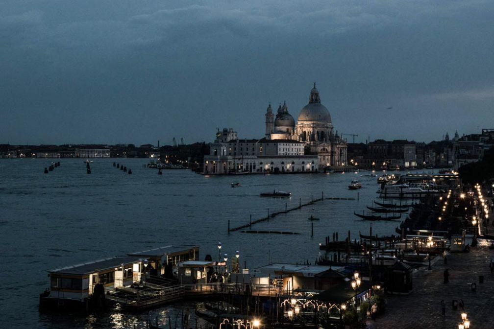 Venise à la nuit tombante depuis le Londra Palace | © Mathieu Belay