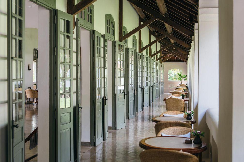 Tous les pavillons de l'ancien hôpital colonial dont dotés de terrasses couvertes, à la manière de loggias © Aman